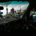 車内から望む別府タワー